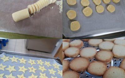 2019.12.13_성탄 쿠키를 만드는 모습입니다.